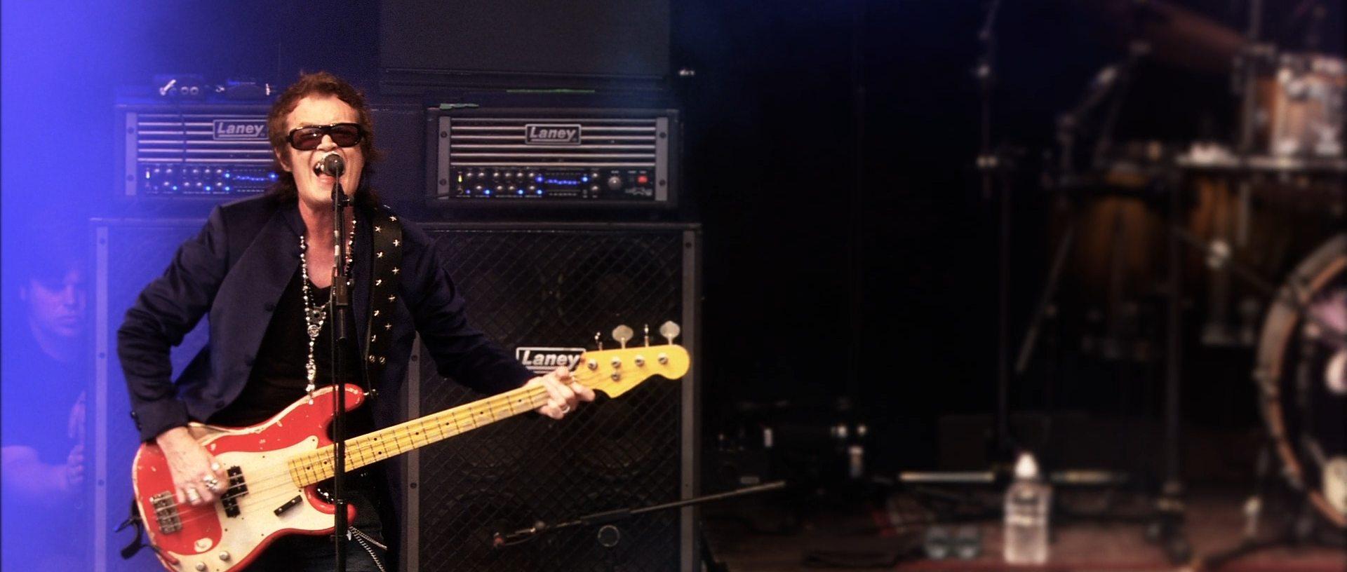 Скачать Музыка Black Country Communion Live Over Europe