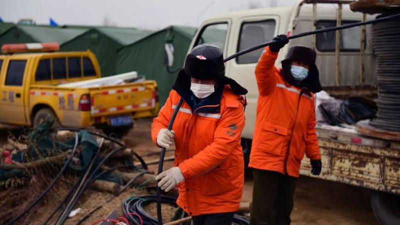 Chine: 11 des 22 mineurs coincés sous terre ont été secourus