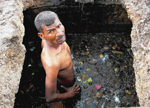 A Fall Wallpaper India S Sewer Cleaners Keep Working Despite Ban On Job