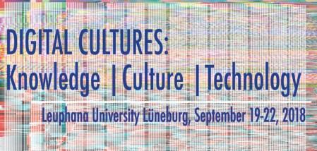 Bild zeigt Konferenzposter. Titel der Veranstaltung mit blauer Schrift. Im Hintergrund digital gerastertes Stör oder Testbild