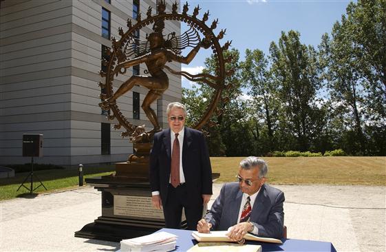 """Résultat de recherche d'images pour """"cern monument suisse geneve"""""""