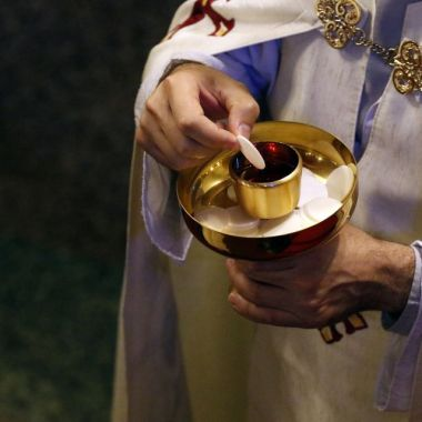 https://www.ncronline.org/news/opinion/sipping-communion-cup-hazard-your-health