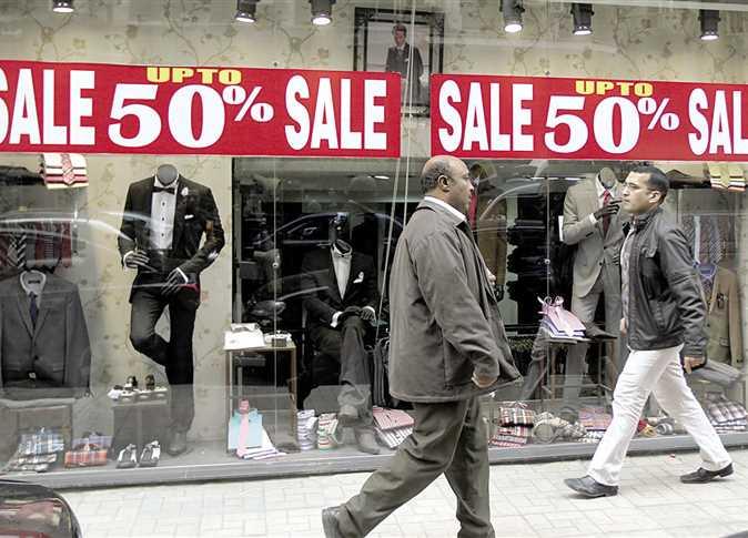 ملابس بالتقسيط مبادرة لإنعاش السوق ومواجهة الركود