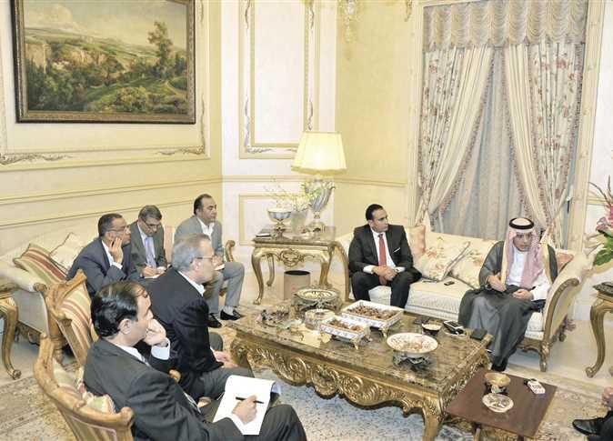 الجبير ورؤساء التحرير في منزل السفير السعودي المصري اليوم