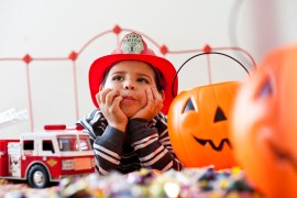 Media Bakery ID: PUR0047239 Boy playing Trick Or Treat