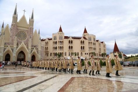 Cortejo de saída do Coro e Orquestra dos alunos dos Arautos do Evangelho, por ocasião do Concerto de Natal em 2017.