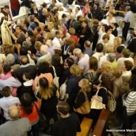 21-20-I fedeli vogliono rendere il loro culto alla Madre di Dio-002