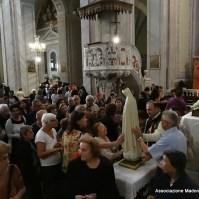 36-21-I fedeli vogliono rendere il loro culto alla Madre di Dio-003
