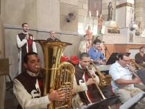 Coro e banda dos Arautos executando músicas 2