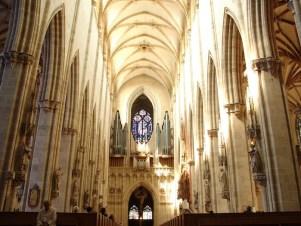 Interior da Igreja visão em direção ao coro