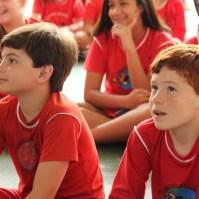Criança durante apresentação 6