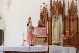 Missa no Domingo Laetare com o paramento róseo