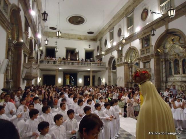 Primeira Comunhão dos alunos do Colégio Grande Passo, na Igreja da Madre de Deus, em Recife