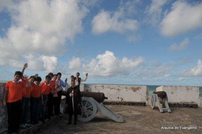 participantes do Projeto Futuro e Vida visitam o Forte dos Reis Magos em Natal - RN