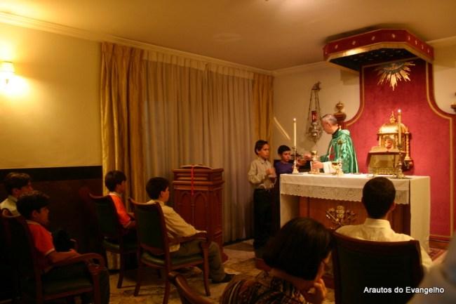 Padre Arnaldo Izumino celebra Missa na sede dos Arautos em Vitória - ES