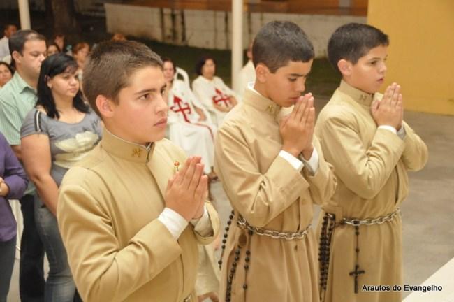 novos membros são recebidos na comunidade dos Arautos do Evangelho em Recife