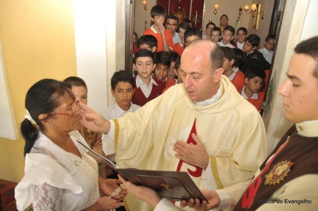 Batismo de adulto e Primeira Comunhão na sede dos Arautos do Evangelho em Recife
