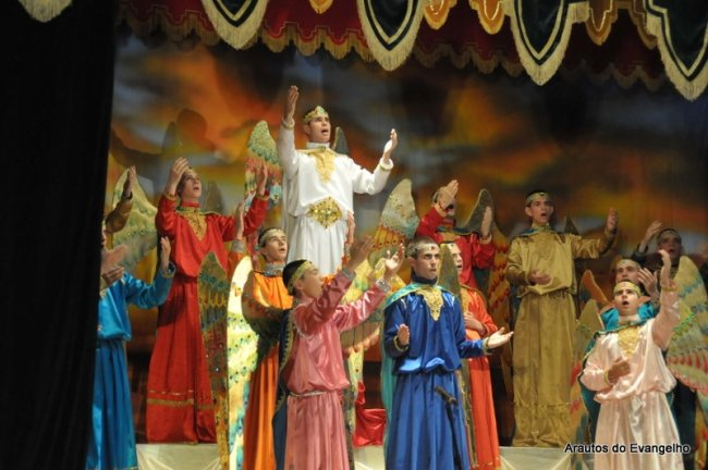 Peça teatral sobre a Criação dos Anjos - Curso de Férias dos Arautos do Evangelho