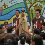 Imagem de Nossa Senhora de Fátima visita o Colégio Emília Ferreiro