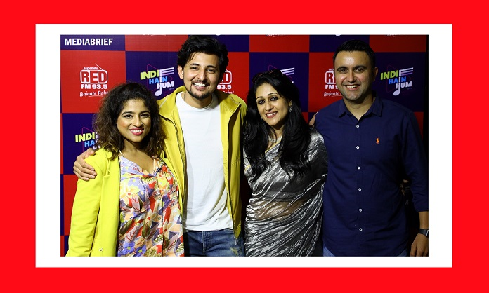 Image-RJ Malishka - Darshan Rawal - Nisha Narayanan COO Director RED FM and Magic FM and Rajat Uppal National Marketing Head RED FM at RED FM's Indie Hain Hum show launch-MediaBrief