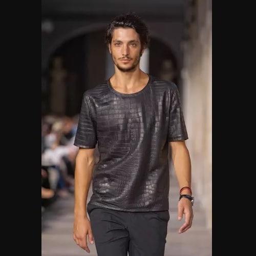 baju termahal di dunia Kaos Bermotif Kulit Buaya dari Hermes