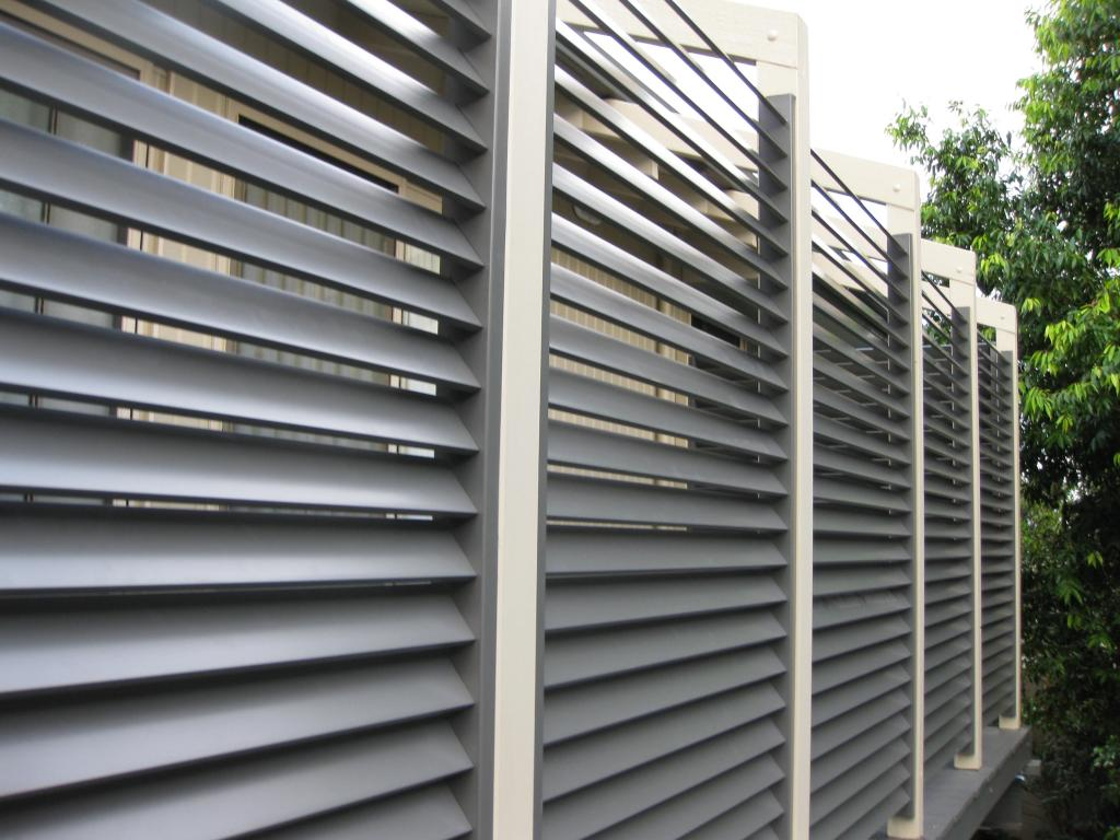 Outdoor patio retractable screens for Retractable privacy screen