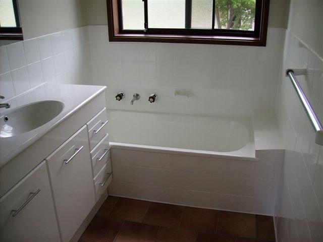 Wall Tiles and Shower Base Resurfacing  Galleries  Jims Bath Resurfacing Melbourne