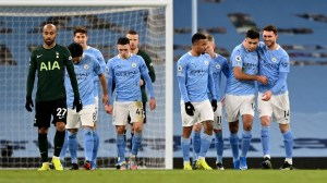 Waktu kick-off, info TV dan berita cedera