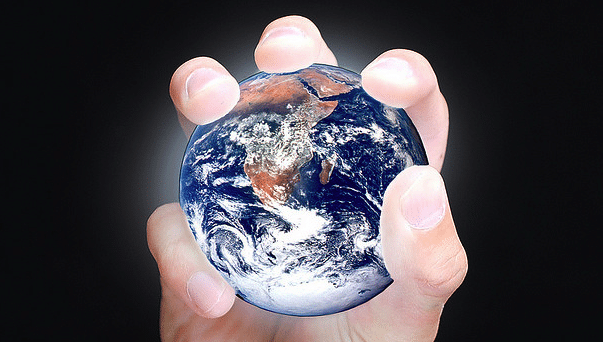La planète entre les doigts - Les théories du complot ne sont pas totalement irrationnelles - mediaculture.fr