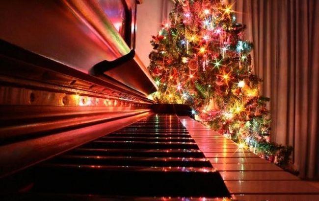 Résultats de recherche d'images pour «Christmas piano»