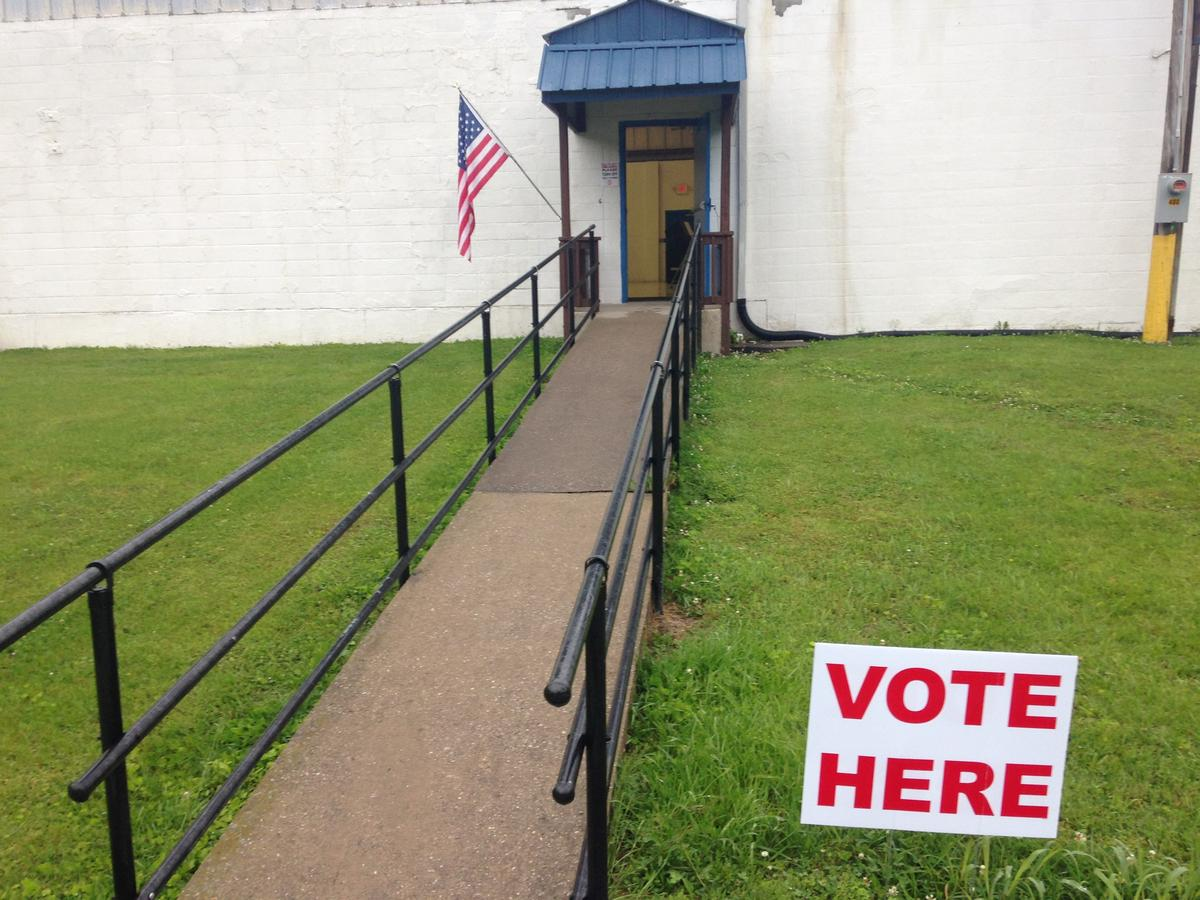 A polling place in Glasgow, Kentucky, in 2016. Photo by Kevin Willis, WKU Public Radio.