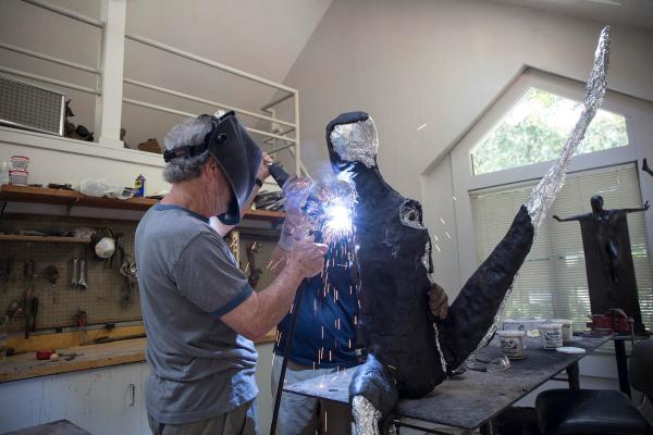 Connecticut Sculptor Work Celebrates Human