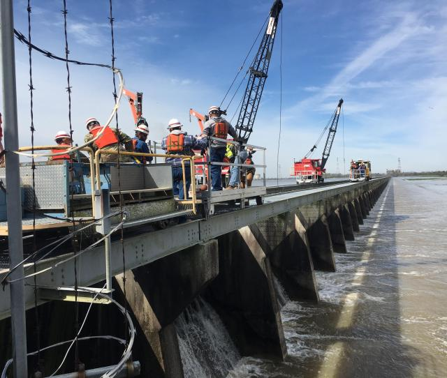 Army Corps Of Engineers Employees Prepare To Open The Bonnet Carre Spillway The Spillway Has