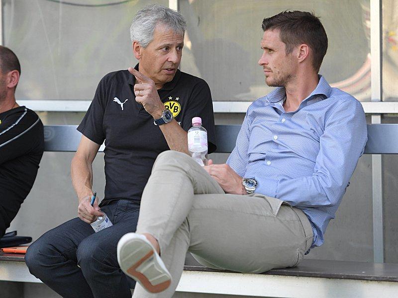 Resultado de imagem para BVB-Coach Lucien Favre (li.) im Gespräch mit Sebastian Kehl.