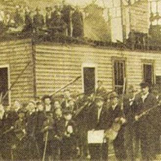 gathering white mob. Wilmington North Carolina riots1898
