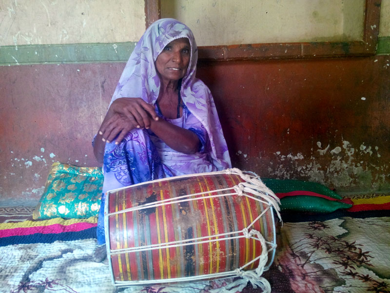 Sindhi folk singer, Mai Dhai