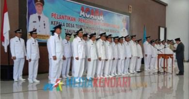 Proses pelantikan 33 kepala desa (Kades) terpilih