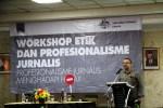 etua Bidang Pendidikan AJI Indonesia, Dandy Koswaraputra saat memaparkan materi Etika dan Profesionalisme dalam workshop yang diikuti perwakilan anggota AJI dari beberapa wilayah. Ist