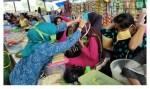 Pembagian Masker di Pasar Mina-Minanga