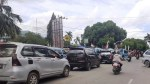 Ratusan kendaraan yang berhenti saat di jalan raya di depan Mall Mandonga