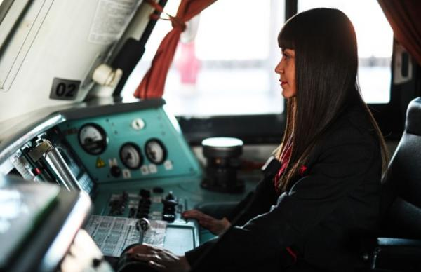 Девушка получила диплом машиниста локомотива - впервые в истории России. Не все мужчины могут с этим смириться