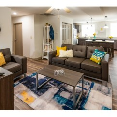 Living Room Center Bloomington In Country Rugs For Iu Off Campus Housing Smallwood On College Spacious