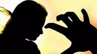 Photo of പ്രധാനാധ്യാപകൻ നാലാം ക്ലാസുകാരിയുടെ കവിളിൽ കടിച്ചു ; പ്രകോപിതരായ നാട്ടുകാർ തല്ലിച്ചതച്ചു