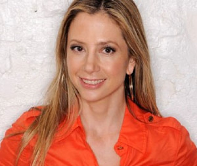 Mira Sorvino Is The Latest Victim Of A Leaked Nude Photos Scandal