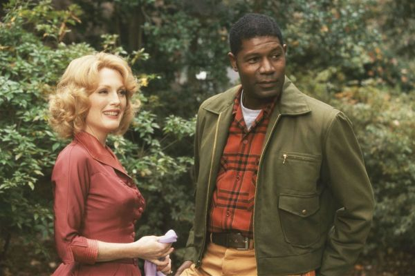 Julianne Moore and Dennis Haysbert in Far From Heave