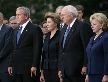 bush junior makes the devil sign again, at 9/11 ceremony