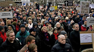a near-riot & parliament besieged: iceland boiling mad at credit crunch