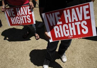 arizona immigrant law energizes hispanics, dems