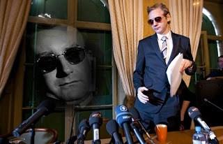 julian assange as dr. strangelove