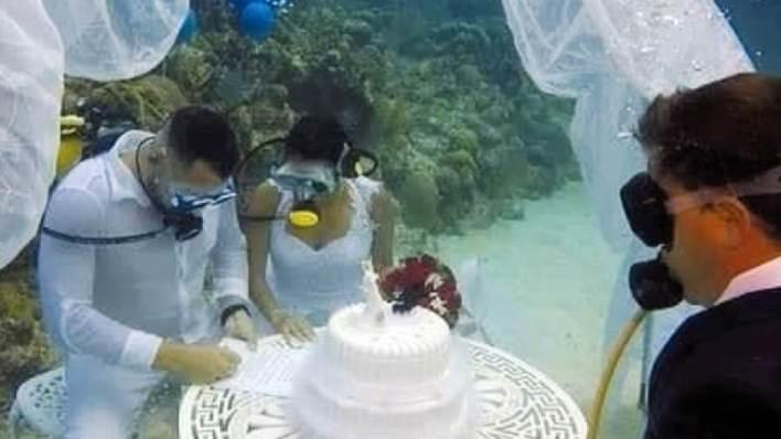 عرس تحت الماء